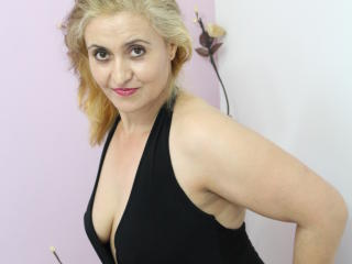 Picture of the sexy profile of HotBlondeCarmen, for a very hot webcam live show !