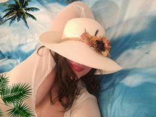 Monellina模特的性感個人頭像,邀請您觀看熱辣勁爆的實時攝像表演!