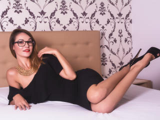 Picture of the sexy profile of Prisccilla, for a very hot webcam live show !