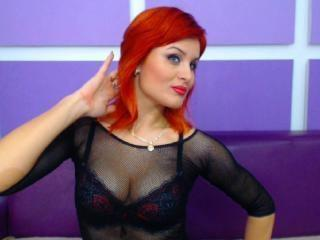 Photo de profil sexy du modèle RougeDesireX, pour un live show webcam très hot !