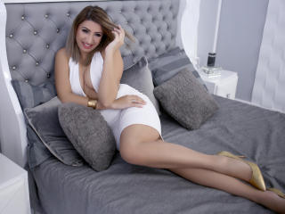 Photo de profil sexy du modèle SweetChiara, pour un live show webcam très hot !