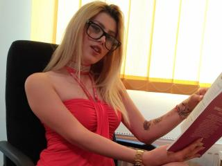 Photo de profil sexy du modèle YnnaHotSquirt, pour un live show webcam très hot !
