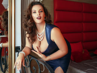 Sexy profilbilde av modellen  YourDreamMilf, for et veldig hett live webcam-show!