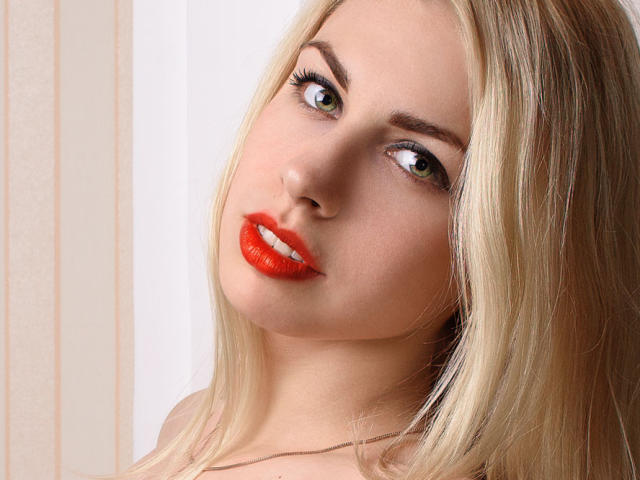 Picture of the sexy profile of Kastellana, for a very hot webcam live show !