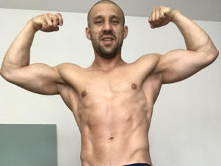 NewMuscledBoy shaved horny