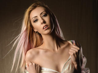 Photo de profil sexy du modèle AliceGray, pour un live show webcam très hot !