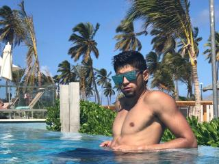 Picture of the sexy profile of AngeloHotLatino, for a very hot webcam live show !