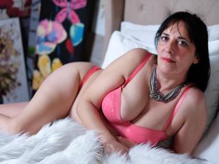 Hình ảnh đại diện sexy của người mẫu CarlaMilles để phục vụ một show webcam trực tuyến vô cùng nóng bỏng!