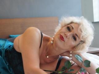 Model CharmingMiranda'in seksi profil resmi, çok ateşli bir canlı webcam yayını sizi bekliyor!
