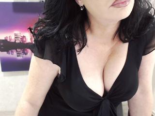 Foto de perfil sexy de la modelo GloryaMilf, ¡disfruta de un show webcam muy caliente!