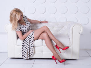 Photo de profil sexy du modèle HotTitsSquirtPussy, pour un live show webcam très hot !