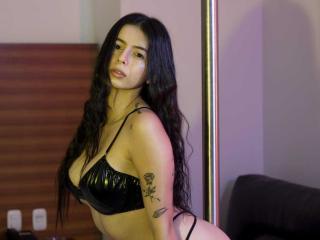 Фото секси-профайла модели IsabellaJames, веб-камера которой снимает очень горячие шоу в режиме реального времени!