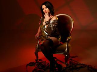 Foto de perfil sexy de la modelo ISurenderToU, ¡disfruta de un show webcam muy caliente!