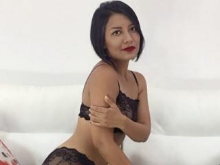 Model JulianAissa'in seksi profil resmi, çok ateşli bir canlı webcam yayını sizi bekliyor!
