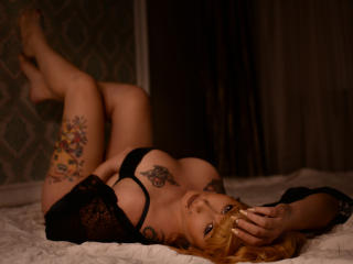 Photo de profil sexy du modèle LaureeCandence, pour un live show webcam très hot !
