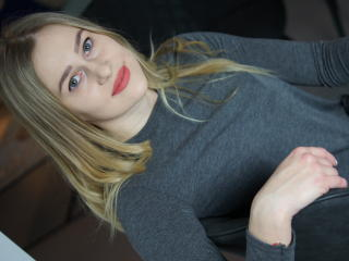 Picture of the sexy profile of Lillymiracle, for a very hot webcam live show !