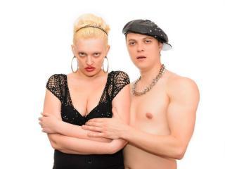 Model LindaForMax'in seksi profil resmi, çok ateşli bir canlı webcam yayını sizi bekliyor!