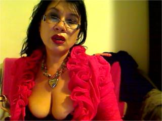 Photo de profil sexy du modèle Madellaine69, pour un live show webcam très hot !