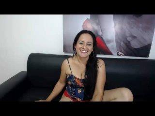 Hình ảnh đại diện sexy của người mẫu NaughtyCharlotte để phục vụ một show webcam trực tuyến vô cùng nóng bỏng!