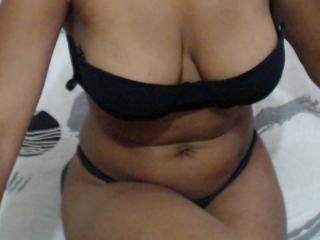 Photo de profil sexy du modèle NoemiLuv, pour un live show webcam très hot !