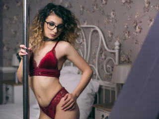 Foto de perfil sexy de la modelo SelenaCherryFunn, ¡disfruta de un show webcam muy caliente!
