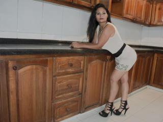 Hình ảnh đại diện sexy của người mẫu ShayraHott để phục vụ một show webcam trực tuyến vô cùng nóng bỏng!