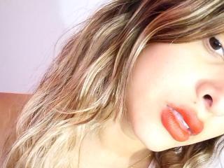 Foto de perfil sexy de la modelo SilvannaBella, ¡disfruta de un show webcam muy caliente!