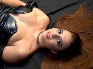 Model SorelleDomina'in seksi profil resmi, çok ateşli bir canlı webcam yayını sizi bekliyor!