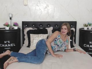 Velmi sexy fotografie sexy profilu modelky YasiraFontaineX pro live show s webovou kamerou!