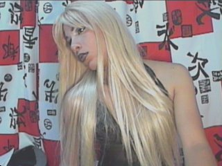 Picture of the sexy profile of YiaHott, for a very hot webcam live show !