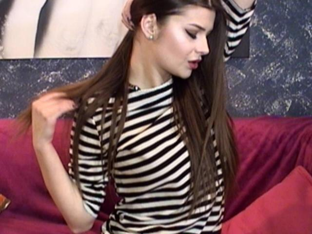 Picture of the sexy profile of AnneSya, for a very hot webcam live show !