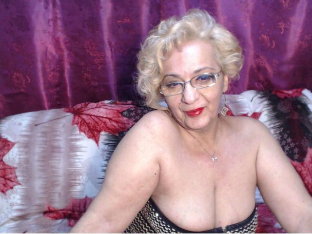 Velmi sexy fotografie sexy profilu modelky DivaDiamonds pro live show s webovou kamerou!