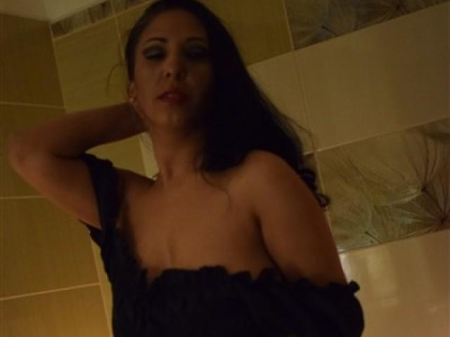 Picture of the sexy profile of DivineYazmin, for a very hot webcam live show !