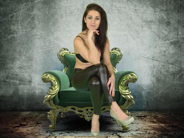Photo de profil sexy du modèle MistressMonick, pour un live show webcam très hot !