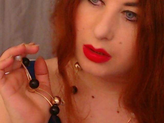 Photo de profil sexy du modèle OneHotSexySandra, pour un live show webcam très hot !
