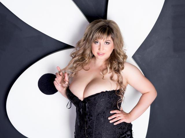 Foto del profilo sexy della modella QueenDiva, per uno show live webcam molto piccante!