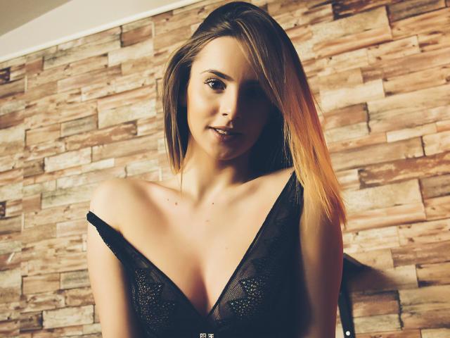 Hình ảnh đại diện sexy của người mẫu VeraWing để phục vụ một show webcam trực tuyến vô cùng nóng bỏng!