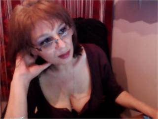 SxyVivian - Video chat sexy with this standard build MILF