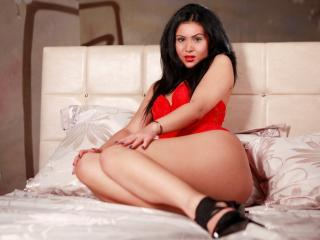 OneHornyLatina - Sexy live show with sex cam on XloveCam