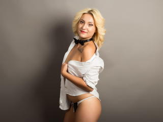 JuliaGarcia - Sexy live show with sex cam on XloveCam