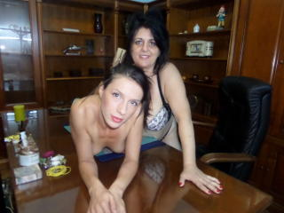 BestCoupleLes - Sexy live show with sex cam on XloveCam