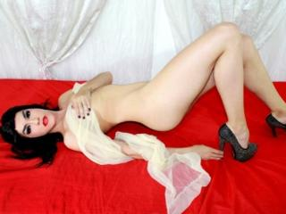 GhiaGolden - Sexy live show with sex cam on XloveCam