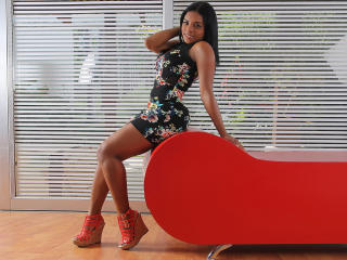 SamanthaGlow - Sexy live show with sex cam on XloveCam