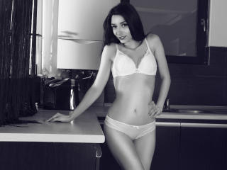 LaraJoy - Web cam hot with a shaved intimate parts Sexy girl