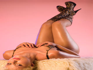 SexyOxana - Sexy live show with sex cam on XloveCam