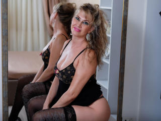 LadyMariahX - Webcam live hard with this Mature with gigantic titties