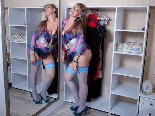 LadyMariahX - online chat exciting with this being from Europe Lady over 35