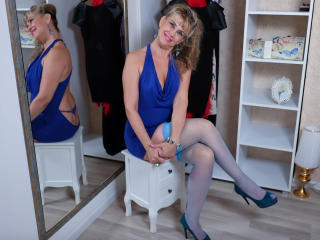 LadyMariahX - Web cam hot with a White Mature