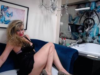 LadyMariahX - Webcam x with this standard body Sexy mother