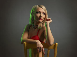 LaraJoy - Show hot with a European Hot chicks